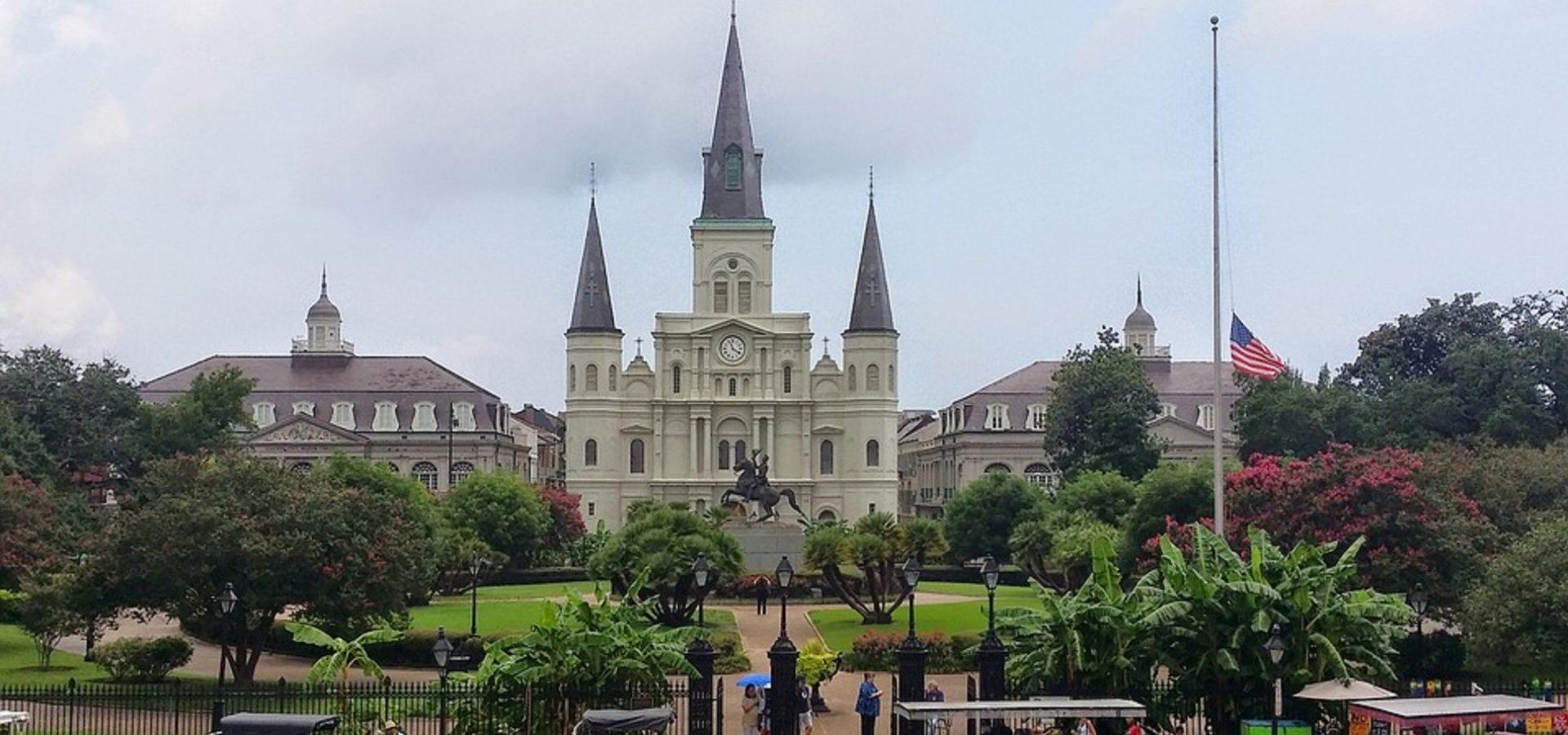 Odlučite se na putovanje u New Orleans, grad poznat po energičnom noćnom životu
