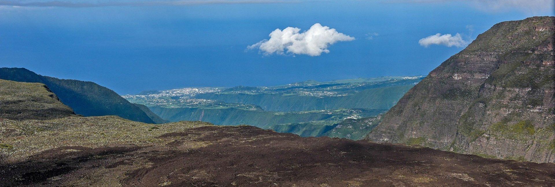 Ako vam je 10 dana ležanja na plaži uvijek zvučalo dosadno, bolje je da počnete planirate putovanje otoku Reunion, gdje je dosada nepoznata riječ.