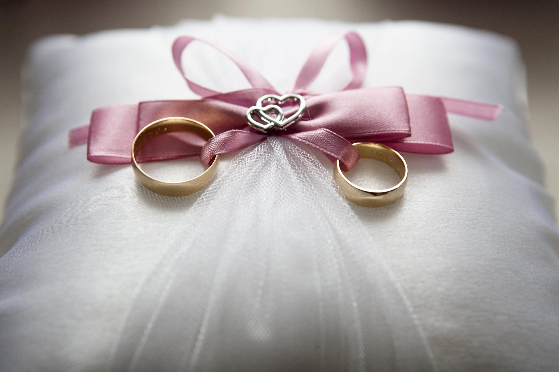 Prstenje za vjenčanje iz snova na dalekoj destinaciji